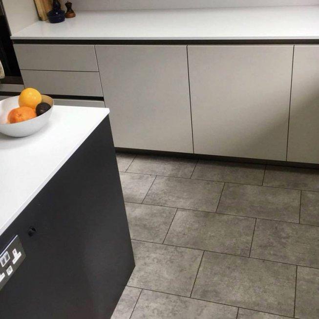 Amtico Spacia 'Century Concrete' 12×18″ Tile